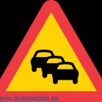 احذر طابور من السيارات امامك خفف السرعة وكن مستعدا